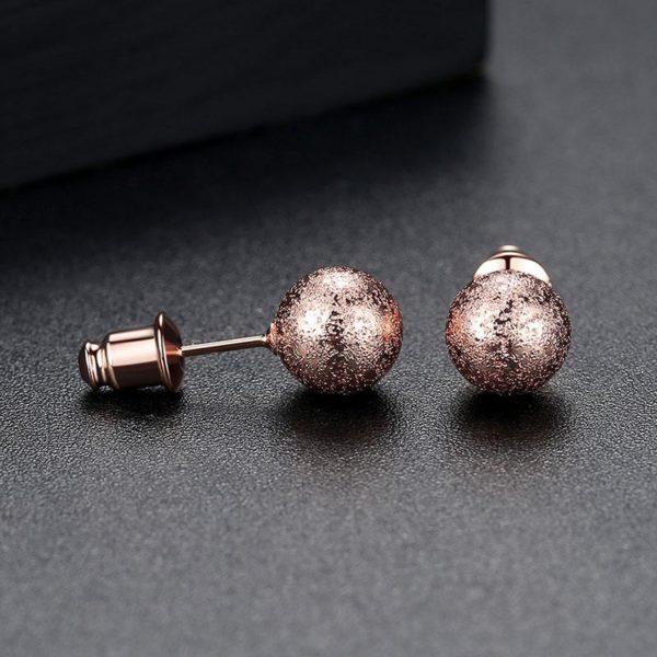 極簡風摩莎圓球耳環