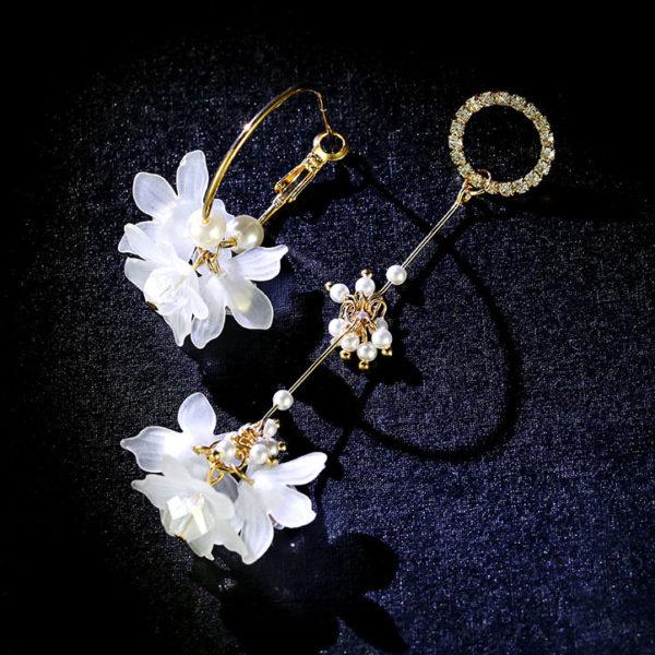 不對稱風花朵水鑽耳環