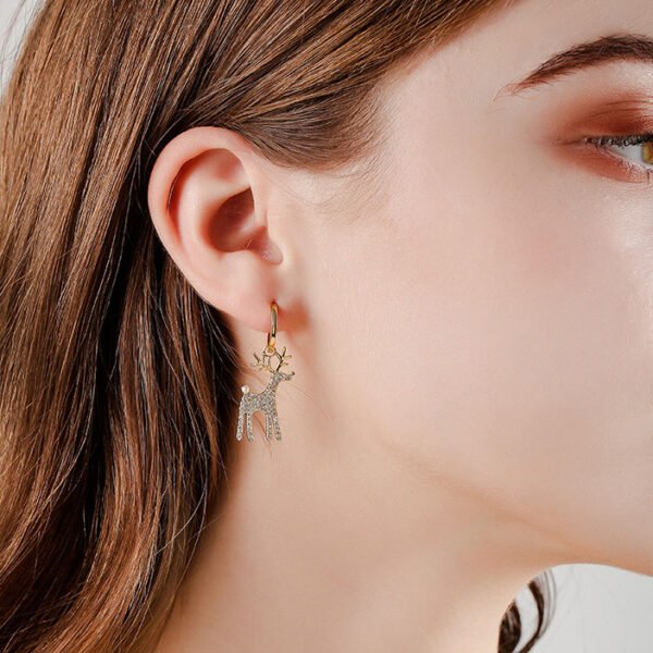 不對稱金屬風麋鹿與粉貝珠果實耳環