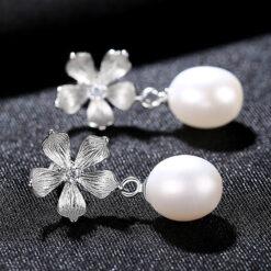 925純銀線條感花朵淡水真珍珠耳環