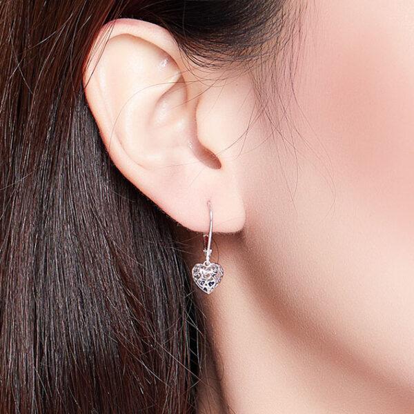 鏤空愛心藍鋯石 925純銀耳環