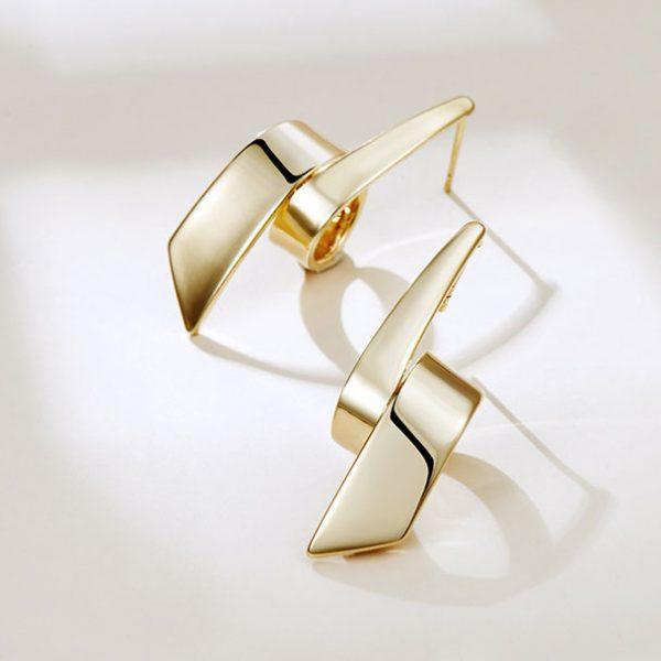 金屬風擁抱耳環